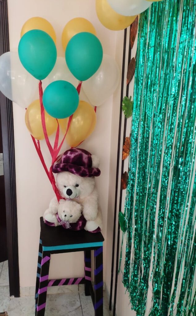 teddy with baloons